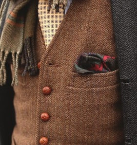While this is not exactly progressive scaling with patterns, moving from patterns to a solid with the stirped shirt to the patterned tie to a solid vest, along with the difference in textures with the tweed vest, tweed jacket, silk tie and woolen scarf, show exactly how effective layering during the Fall Season can be in bringing together colors, patterns and textures!
